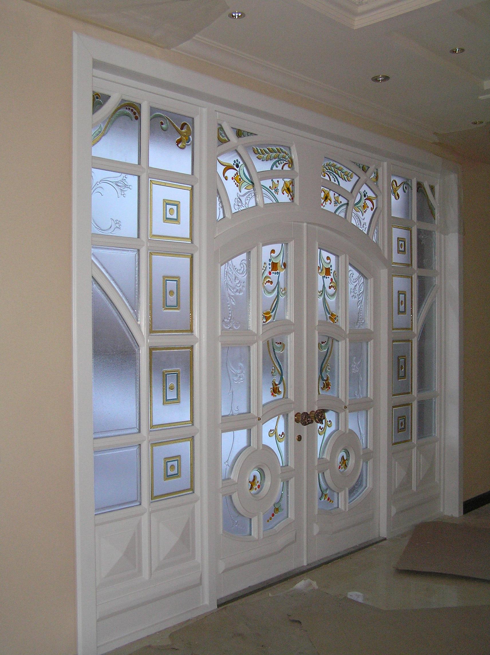 Двери со стеклопакетом (43 фото): деревянные и металлические.